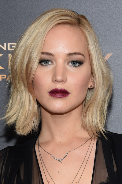 Side Parted Lob Hairstyle with Berry Lipstick Makeup