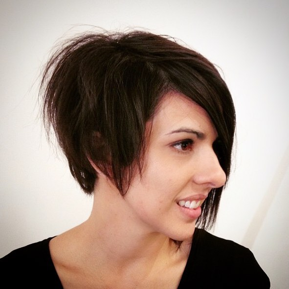 Trendy Cute asymmetrical bob haircut for short hair