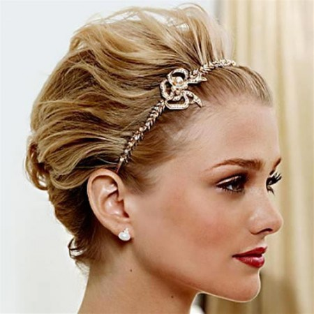 Beautiful Short Hairstyle with A Headband