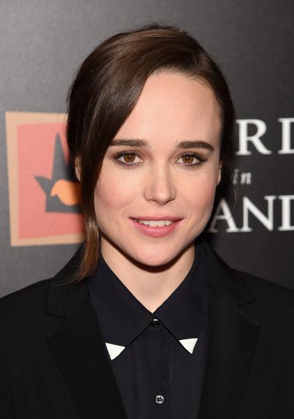 Tinute pe care sa le porti cu coafura coada de cal Ellen-Page-Elegant-Ponytail
