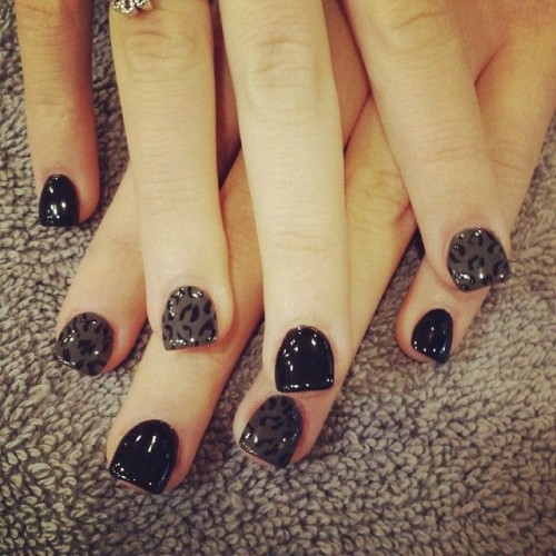 Stunning Leopard Printed Nail Design