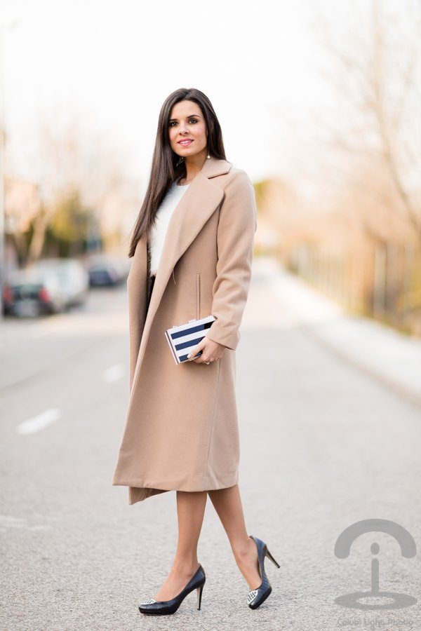 Elegant Beige Long Coat Outfit Idea