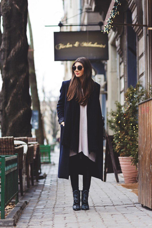 Stylish Black Long Coat Outfit Idea