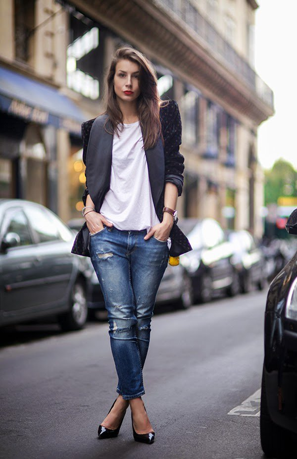 Effortless Chic Velvet Blazer with Jeans