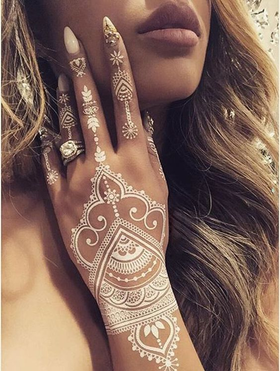 15 Breathtaking Henna Tattoo Designs You Will Love | Styles Weekly