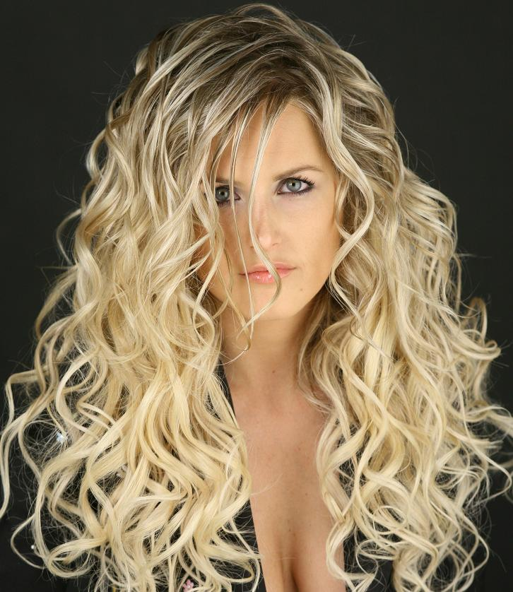 Hairstyle For Long Wavy Hair Women for new look