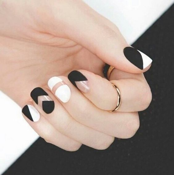 Chic Black and White Nail Art /via - 17 Fashionable Office Nail Designs Styles Weekly