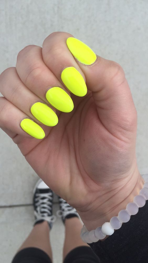 17 Trendy Yellow Nail Art for Summer | Styles Weekly