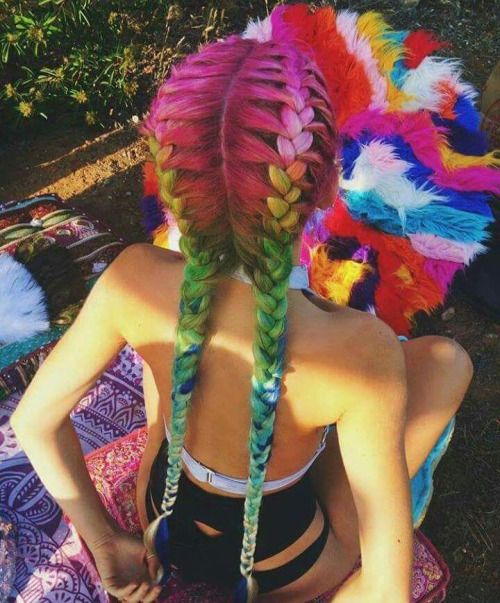 10 Gorgeous Rainbow Hairstyles