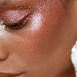 10 Glam and Glittery Makeup Looks