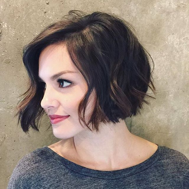 20 feminine short hairstyles for wavy hair easy everyday hair