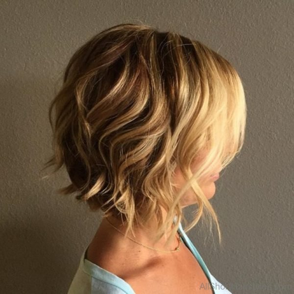 25 Delightful Wavy/Curly Bob Hairstyles for Women