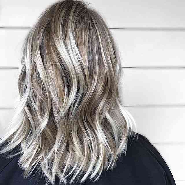 30 Hottest Medium Hairstyles & Haircuts 2018