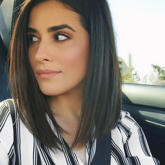 30 Hottest Medium Hairstyles & Haircuts 2018