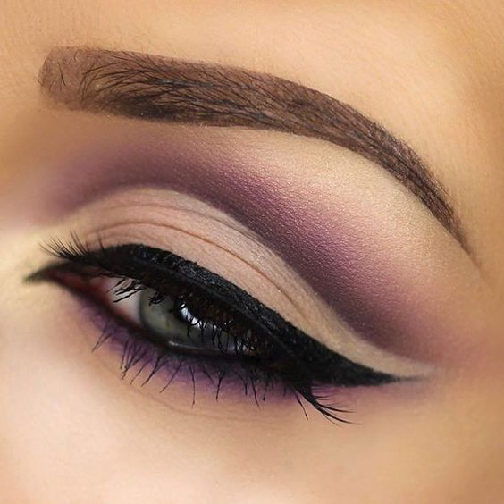How to Apply Cut Crease Eyeshadow